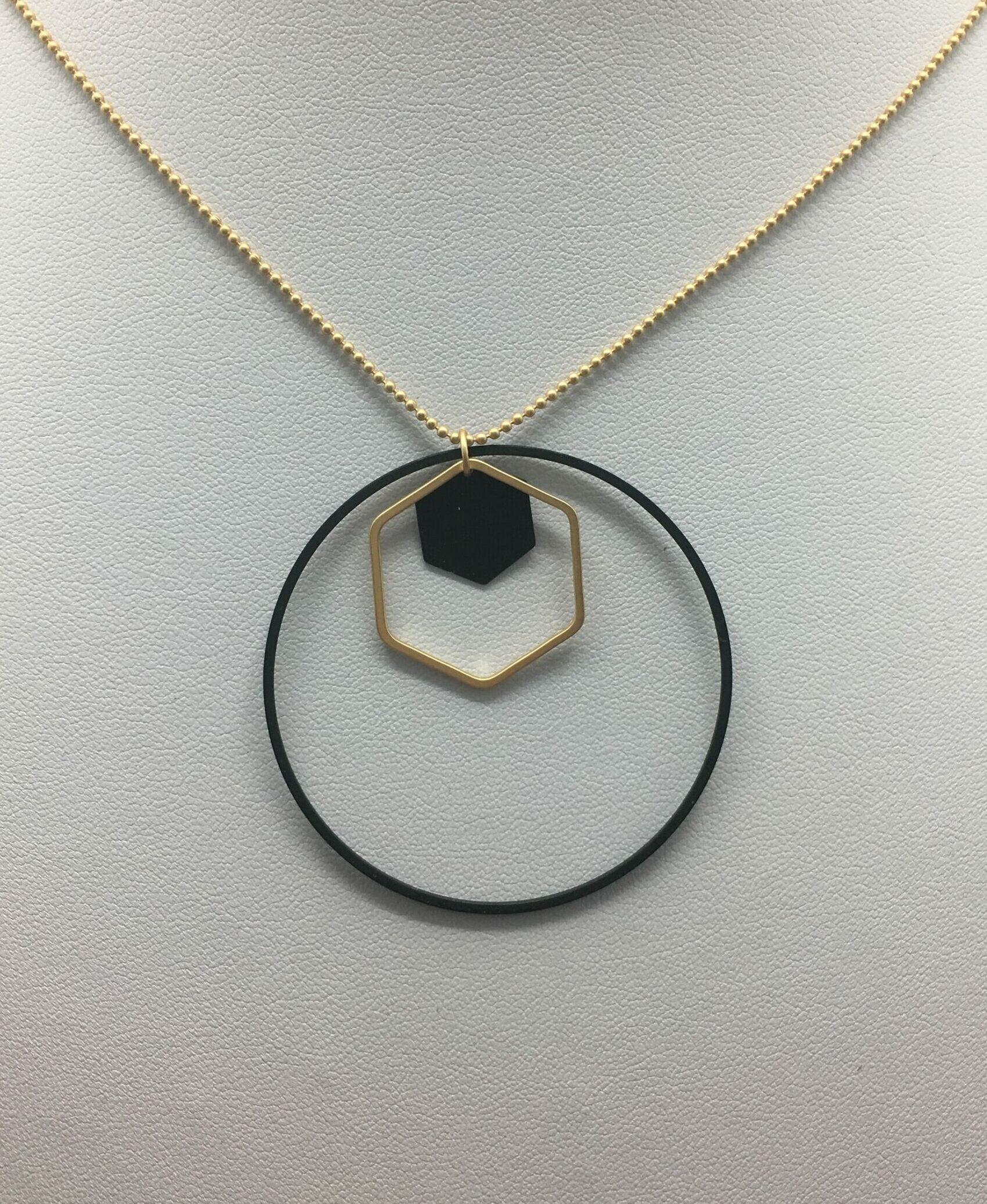 wolfkat kettingen geometrics cirkels zeshoek met zeshoekje zwart