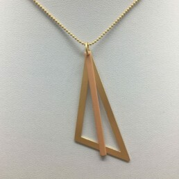 wolfkat kettingen geometrics driehoek goud staafje zalm