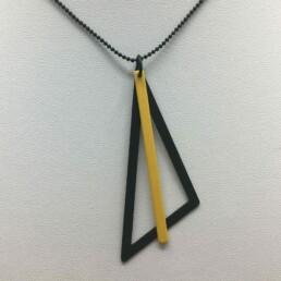wolfkat kettingen geometrics driehoek zwart staafje geel
