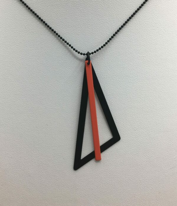 wolfkat kettingen geometrics driehoek zwart staafje rood