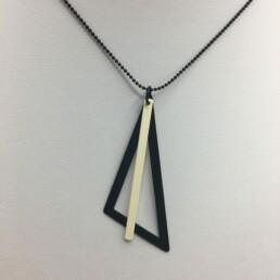 wolfkat kettingen geometrics driehoek zwart staafje wit