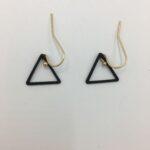 wolfkat oorbellen geometrics driehoeken klein zwart