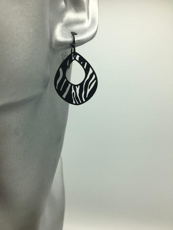wolfkat oorbellen geometrics rondjes ovalen ovaal zebra zwart