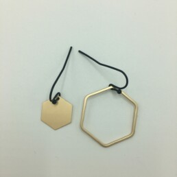 wolfkat oorbellen geometrics zeshoeken asymmetrisch goud