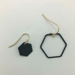 wolfkat oorbellen geometrics zeshoeken asymmetrisch zwart