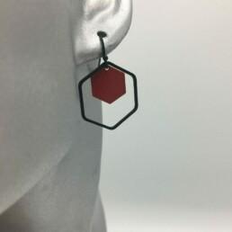 wolfkat oorbellen geometrics zeshoeken zwart rood