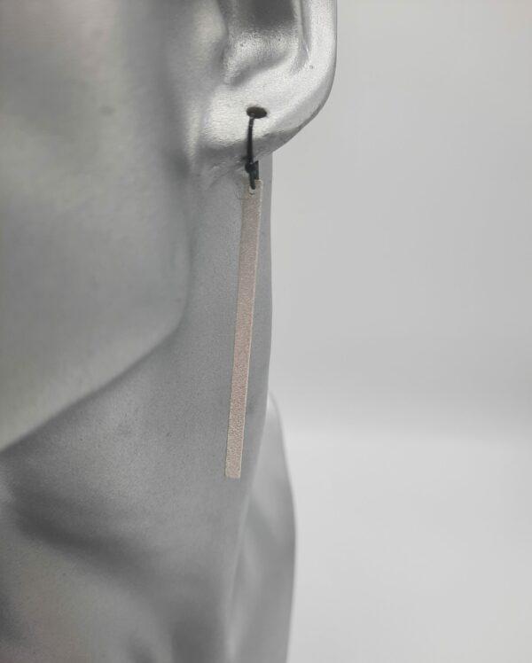 wolfkat oorbellen geometrics staafjes lang frosted zilver