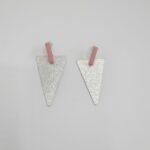 wolfkat oorbellen geometrics driehoeken driehoek zilver staafje roze