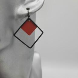 wolfkat oorbellen geometrics vierkantjes dubbel vierkant rood zwart